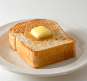 クリームチーズ、マスタードをつけた食パン